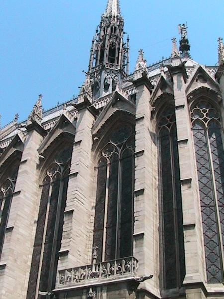 The outside of Sainte Chapelle.